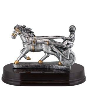 statuett ponnitrav med kusk 300x300 - Eksklusive premier